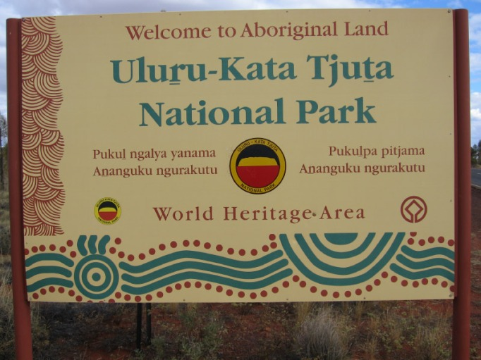 uluru-kata tjuta national park welcome board