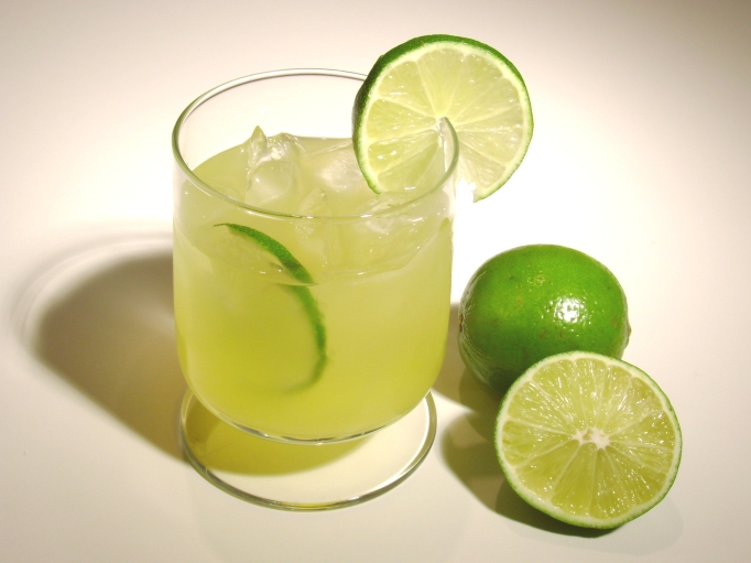 brazilian national cocktail caipirinha